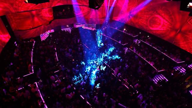 O1NE's light show