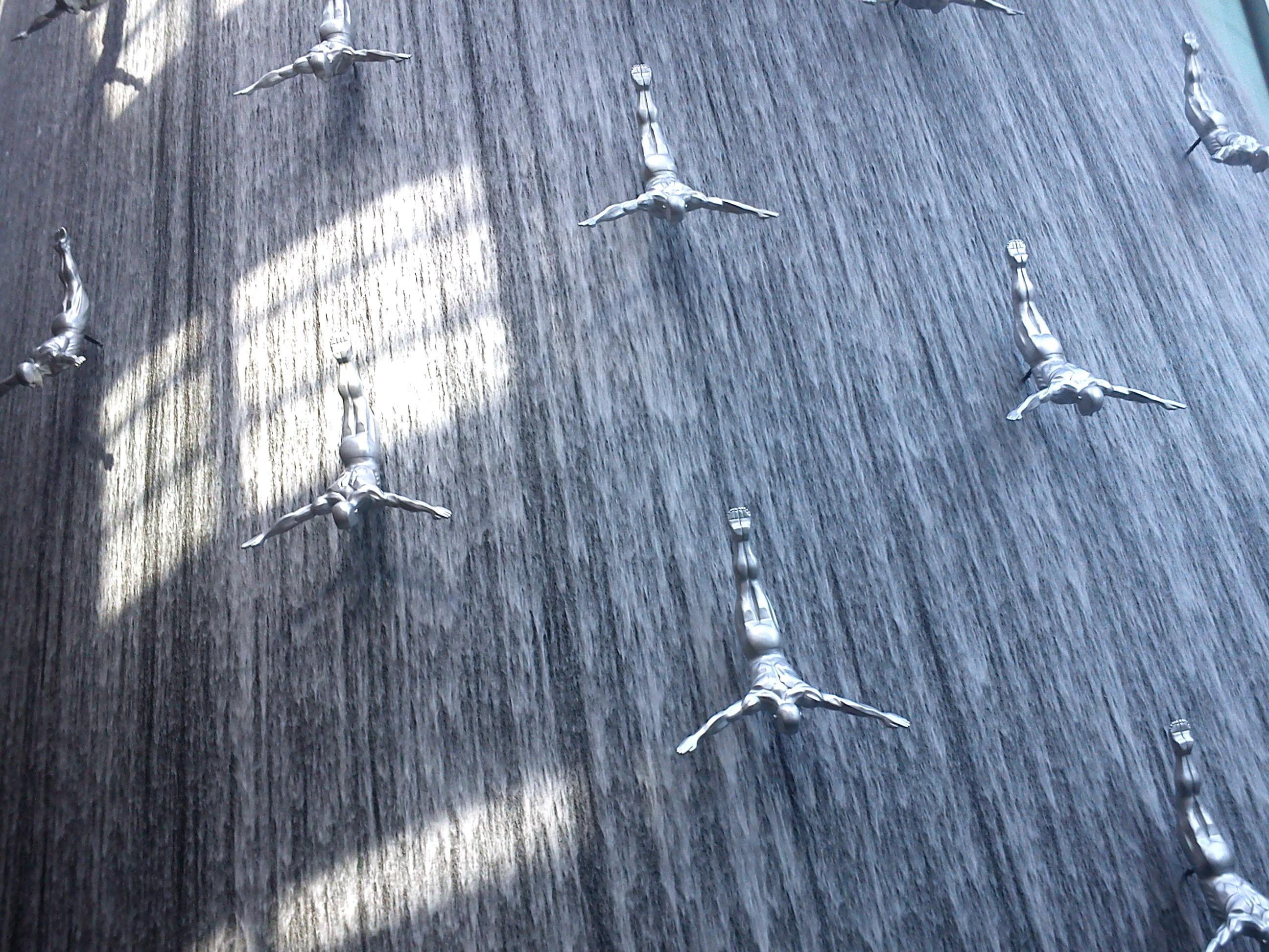 Dubai mall fountain sculpture
